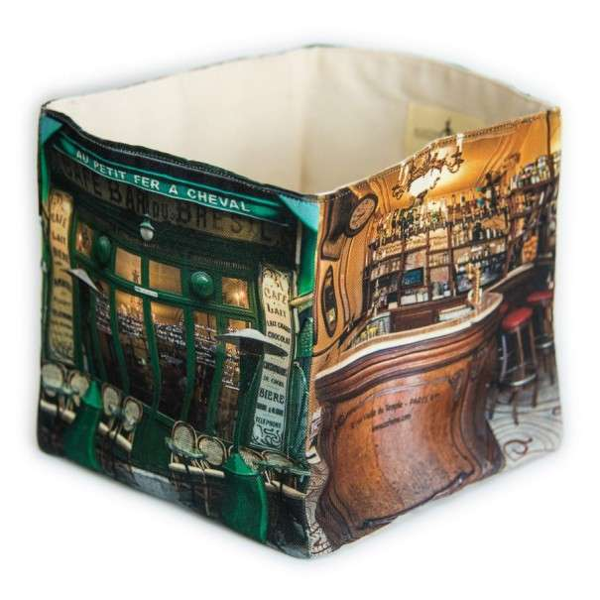 Café Au petit fer à cheval box
