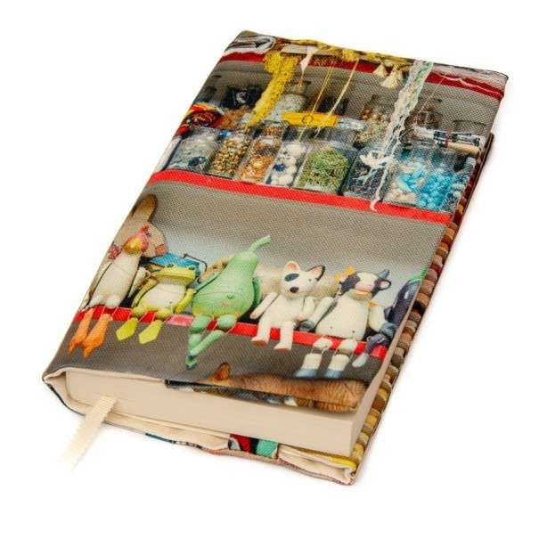 Book cover Puppets and chalks